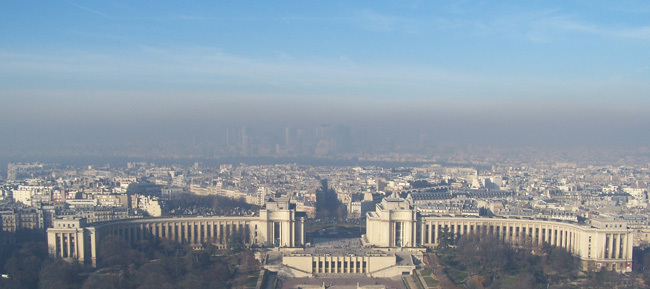 Pollution, le gouvernement et la mairie de Paris se défendent