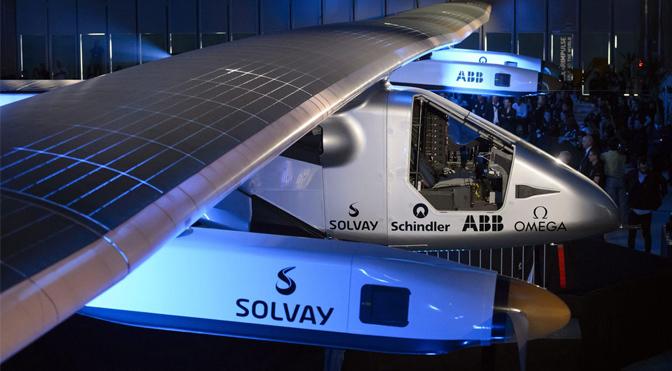 L'avion solaire entame son tour du monde