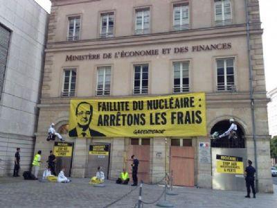 Pour Greenpeace, l'énergie nucléaire est « ruineuse »