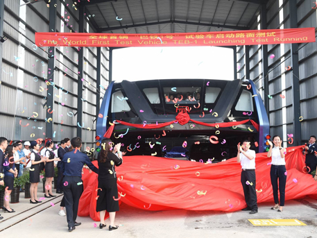 Test grandeur nature du bus enjambeur de circulation en Chine