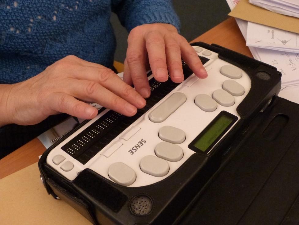 Photo d'un afficheur braille