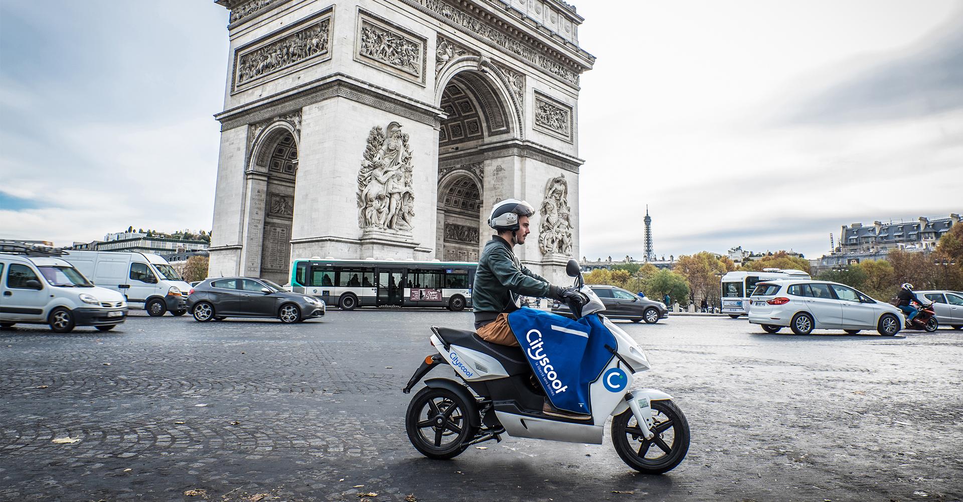 Des scooters électriques en libre-service à Paris