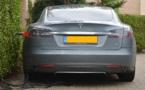 Tesla, une voiture électrique prend feu pendant un essai