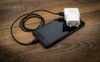 Départs de feu et électrocutions : les dangers de certains chargeurs de téléphones