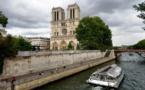 """Greenpeace : des militants escaladent ND de Paris pour dénoncer """"l'inaction climatique"""""""