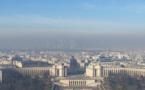 Pollution, le gouvernement et la mairie de Paris se défendent