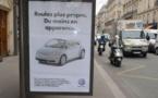 Des fausses affiches publicitaires contre les sponsors de la COP21