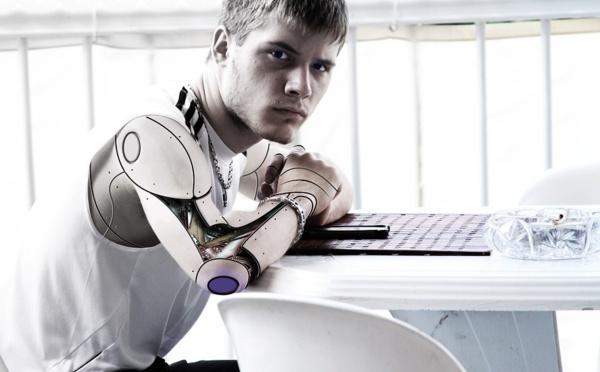 Au Japon, ces robots qui font office d'employés de bureaux