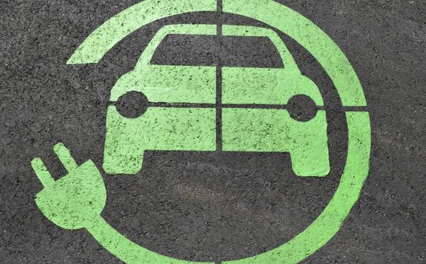 Voitures électriques : pas de révolution de la consommation avant 2035