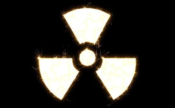 Un convoi nucléaire marqué par Greenpeace traverse l'Île-de-France